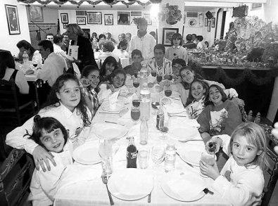 Decenas de personas fueron a la cena de la Casa de Andalucía.