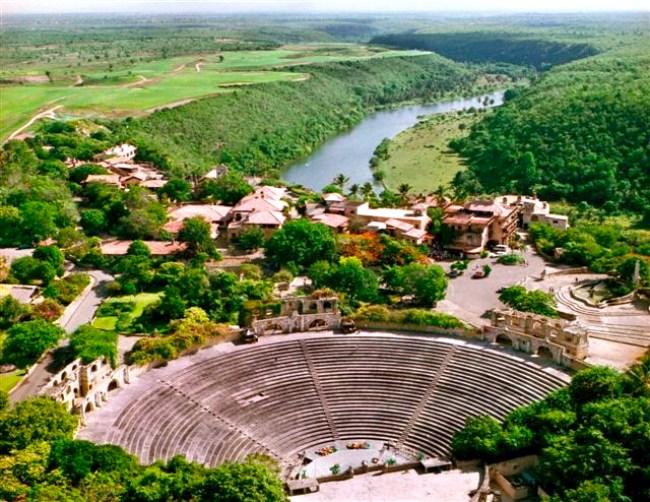 Altos_de_Chavon_amphitheater