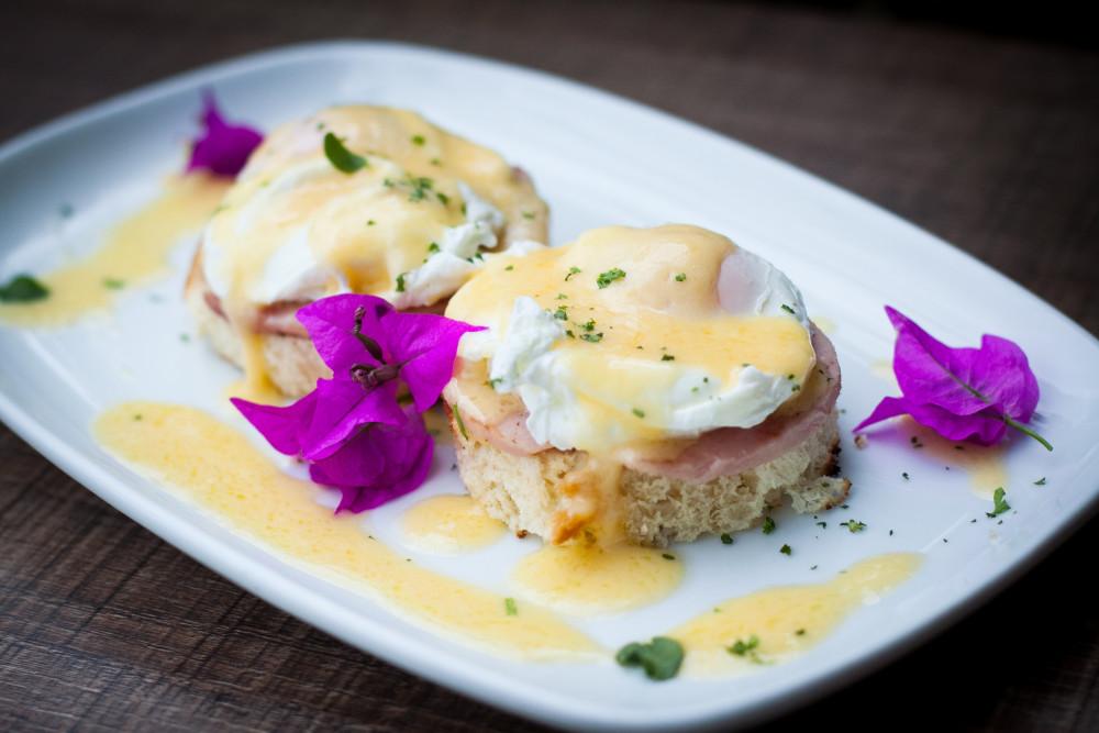 Café Marietta Eggs Benedict