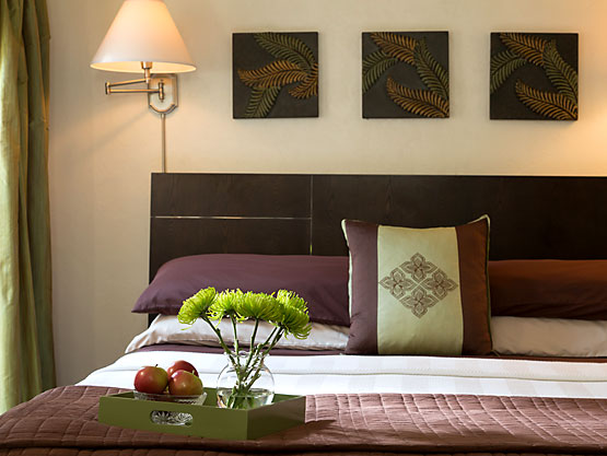 Sevilla Room bed with apples and fresh flowers in a tray
