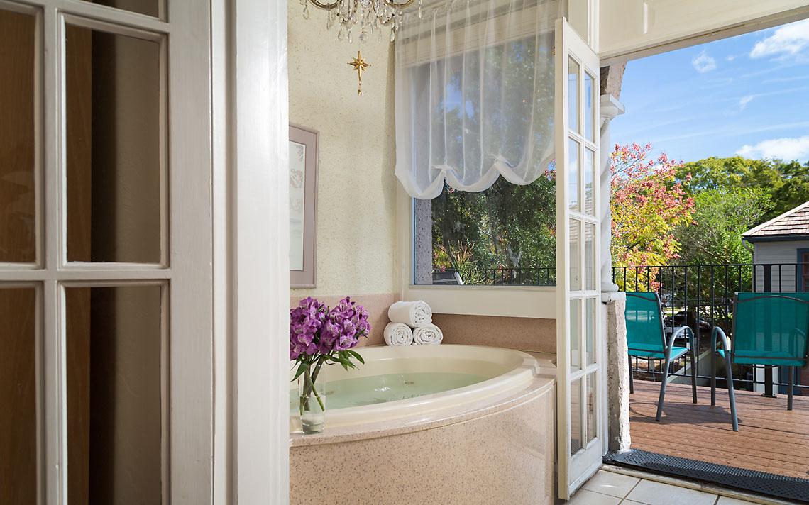 Cordova Room Bath