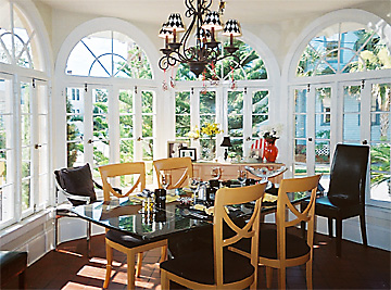 Light-filled breakfast room