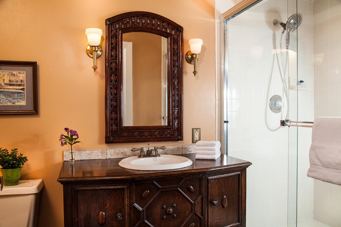 Granada Bathroom