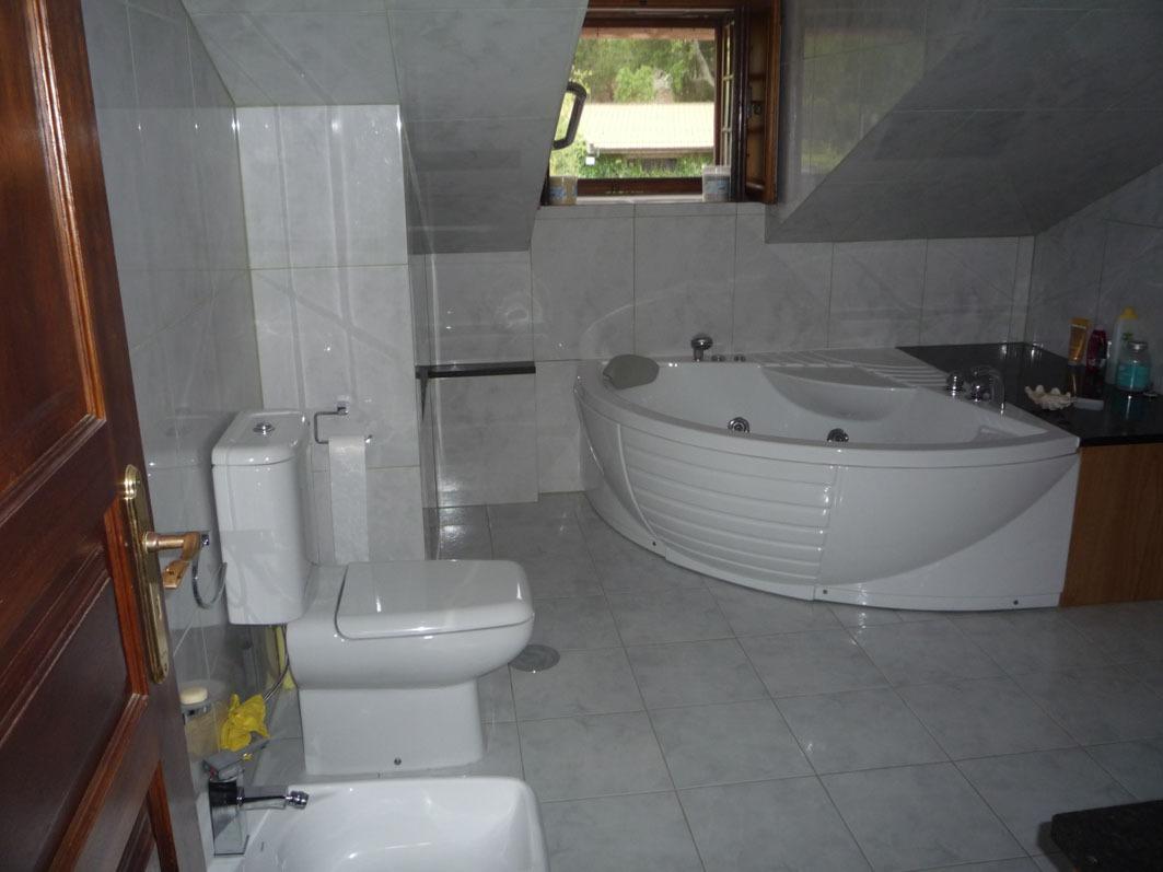 Clique aqui para mais fotos da casa de banho com jacuzzi.