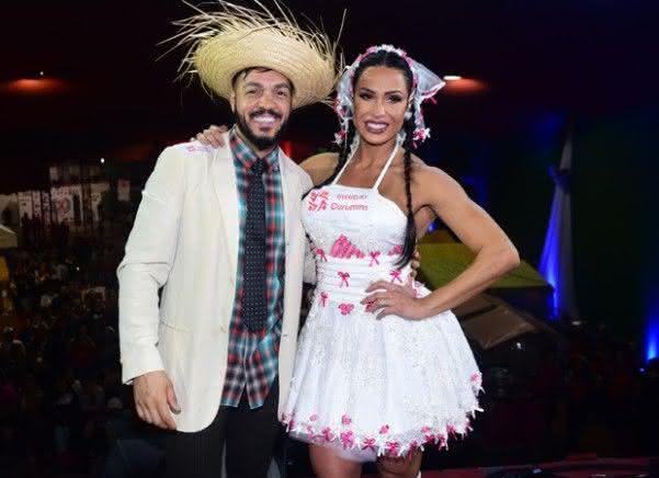 Vestido de noiva caipira curto de Gracyanne Barbosa