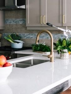 Chiuvete de bucătărie din granit cu baterie ceramică inclusă.