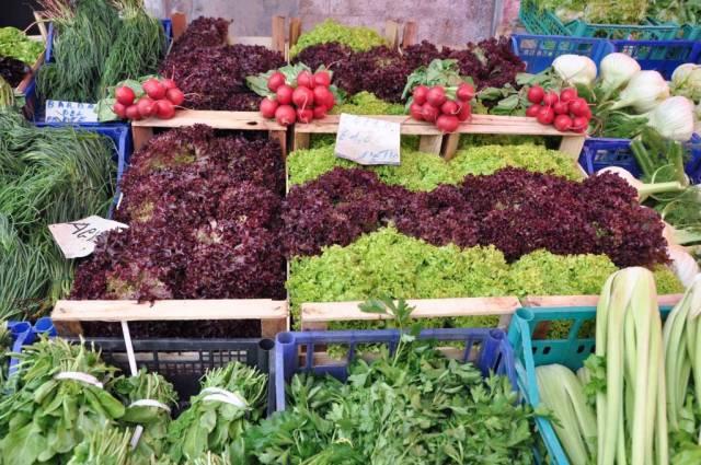 lettuce at the farmer's market