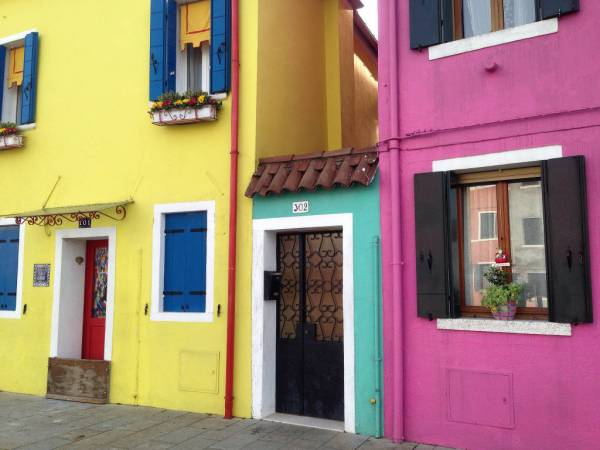 Burano's brightly painted houses • www.casamiatours.com