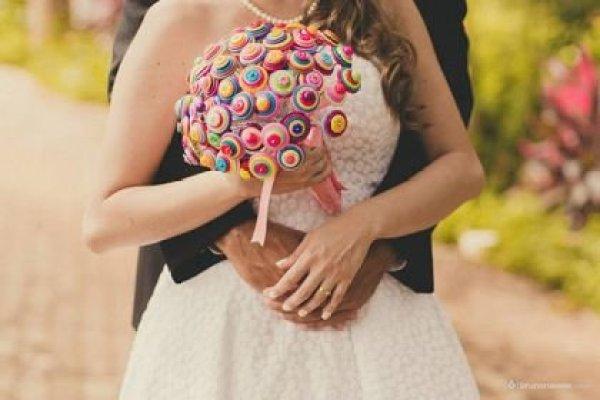casamento-economico-sem-grana-buque-botoes-colorido (33)