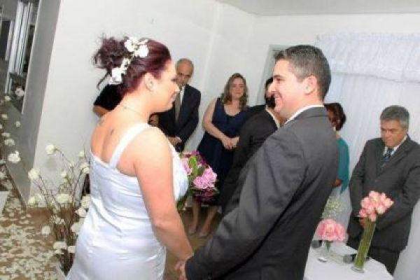 casamento-economico-5-mil-sao-paulo-salao-do-predio-decoracao-lilas (7)