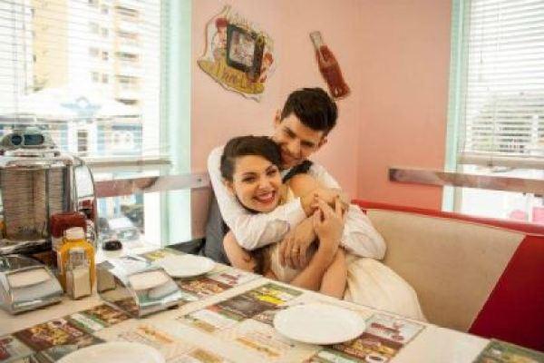 casamento-economico-civil-sao-paulo-retro-recepcao-lanchonete-anos-50-mini-wedding (11)