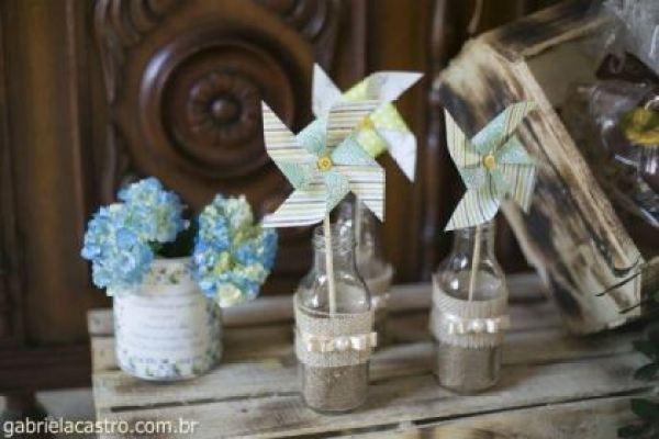 casamento-economico-de-dia-ao-ar-livre-chacara-noiva-com-coroa-de-flores-decoracao-faca-voce-mesmo-azul-e-amarelo- (11)