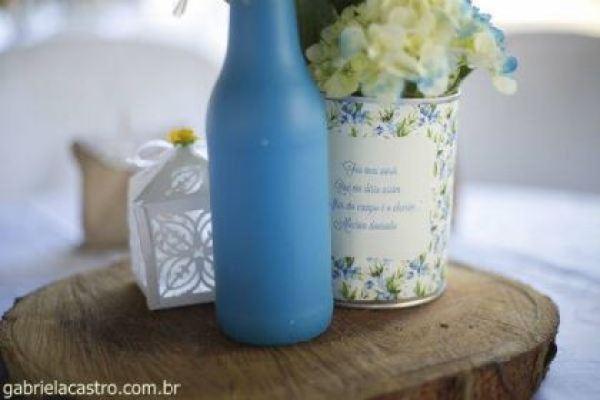 casamento-economico-de-dia-ao-ar-livre-chacara-noiva-com-coroa-de-flores-decoracao-faca-voce-mesmo-azul-e-amarelo- (15)