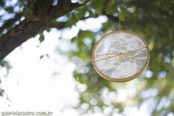 casamento-economico-de-dia-ao-ar-livre-chacara-noiva-com-coroa-de-flores-decoracao-faca-voce-mesmo-azul-e-amarelo- (21)