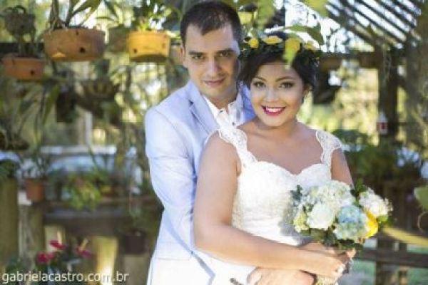 casamento-economico-de-dia-ao-ar-livre-chacara-noiva-com-coroa-de-flores-decoracao-faca-voce-mesmo-azul-e-amarelo- (35)