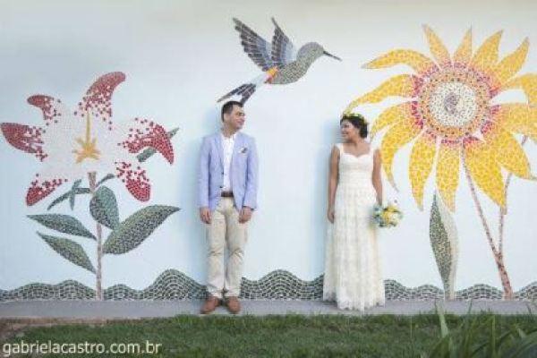 casamento-economico-de-dia-ao-ar-livre-chacara-noiva-com-coroa-de-flores-decoracao-faca-voce-mesmo-azul-e-amarelo- (40)