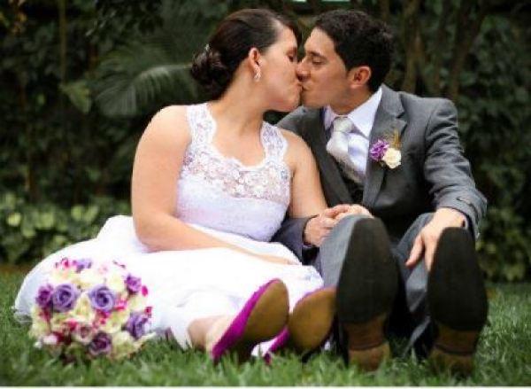 casamento-economico-pequeno-mini-wedding-de-manha-sao-paulo-sapato-roxo-decoraca-roxa-e-lilias (9)