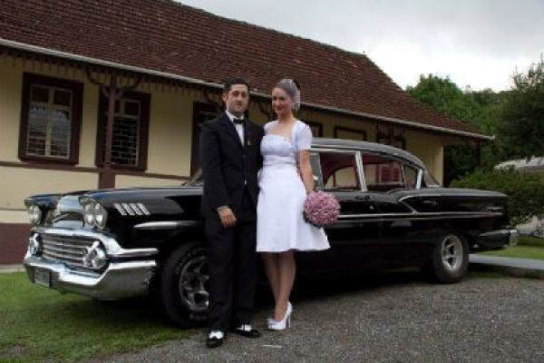 casamento-economico-retro-anos-50-curitiba-parana-vestido-de-noiva-curto-festa-salao-da-igreja (14)