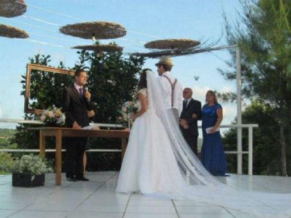casamento-economico-rustico-vintage-retro-ao-ar-livre-Paraiba-varal-de-lampadas (14)