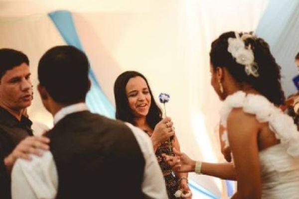 casamento-economico-interior-bahia-decoracao-sem-flores-azul-e-marrom (15)