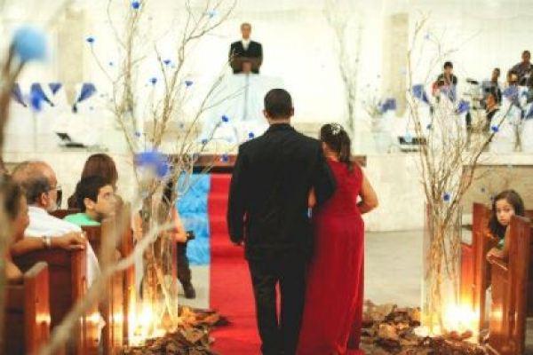 casamento-economico-interior-bahia-decoracao-sem-flores-azul-e-marrom (27)