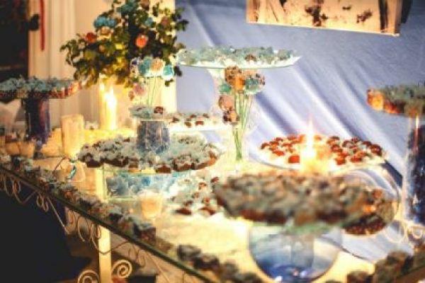 casamento-economico-interior-bahia-decoracao-sem-flores-azul-e-marrom (37)