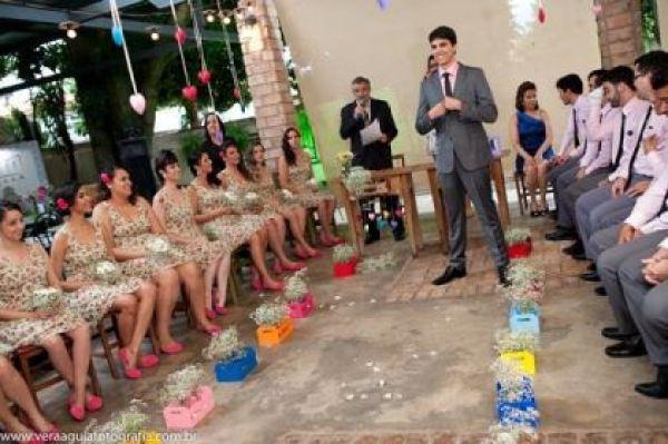 coracoes-coloridos-casamento-colorido-ar-livre-fernanda-e-rafael (23)