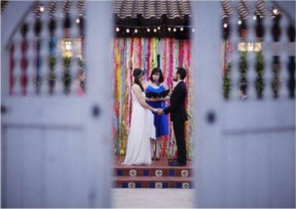 Faça você mesmo   como fazer um mural de franjas para fotos de casamento