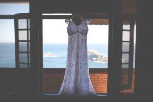 Vestido de noiva branco simples