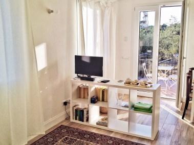 casa-novaro-imperia-appartamento-corbezzolo-vacanza-entrata-cucina