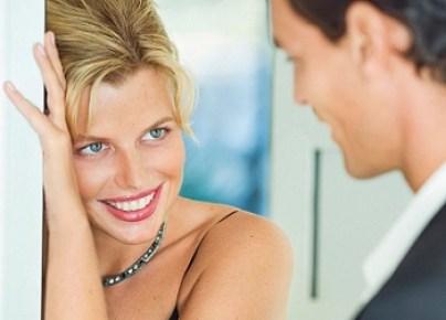 Resultado de imagen para 9 Signs A Woman Is Attracted To You Body Language