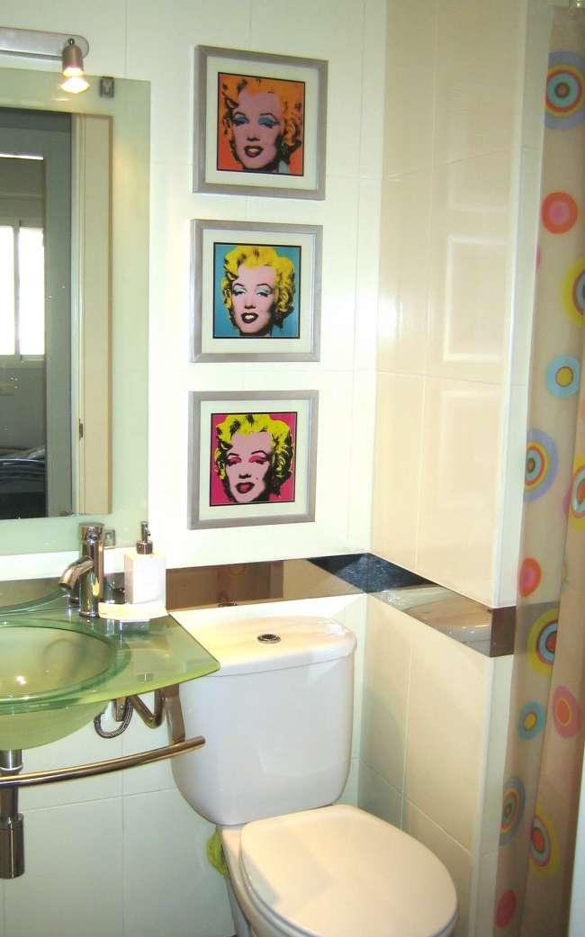 Ventajas de la pintura para azulejos for Bano de color antes y despues