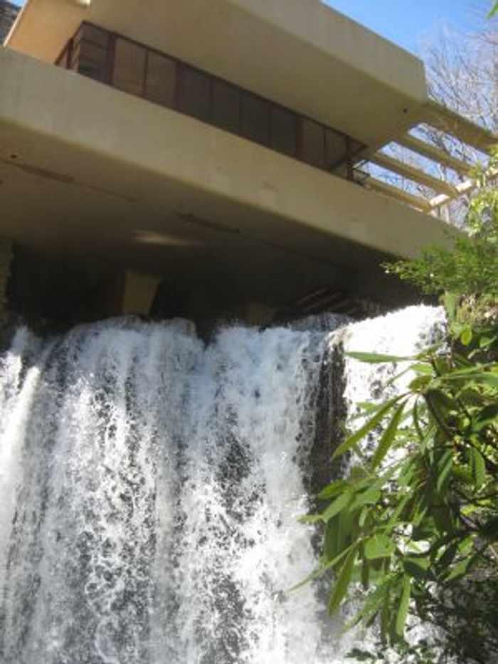 Casa de la cascada de frank lloyd wright for Casa piscitelli musica clasica