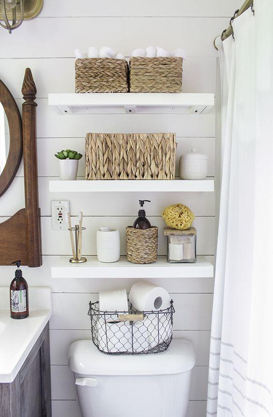 cestas y canastas en el toilette