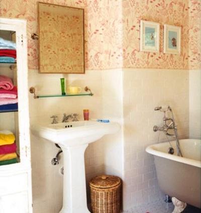 espacio de almacenamiento en baños