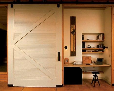 interiores con puertas de granero