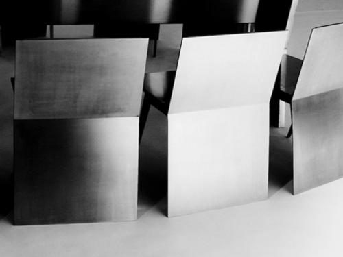 monolith-mesa-y-sillas-para-ahorrar-espacio-5
