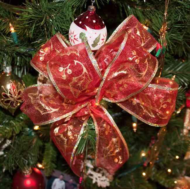 Tips decoraci n de navidad lazos para decorar el rbol de for Decorar con lazos