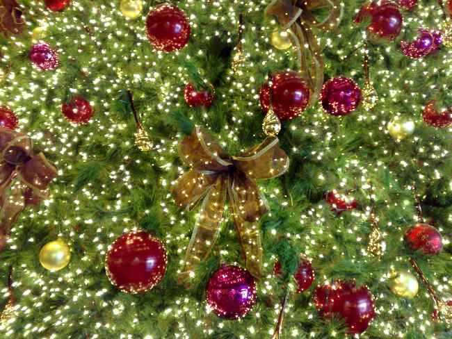 Tips decoraci n de navidad lazos para decorar el rbol de - Cintas navidad para arbol ...