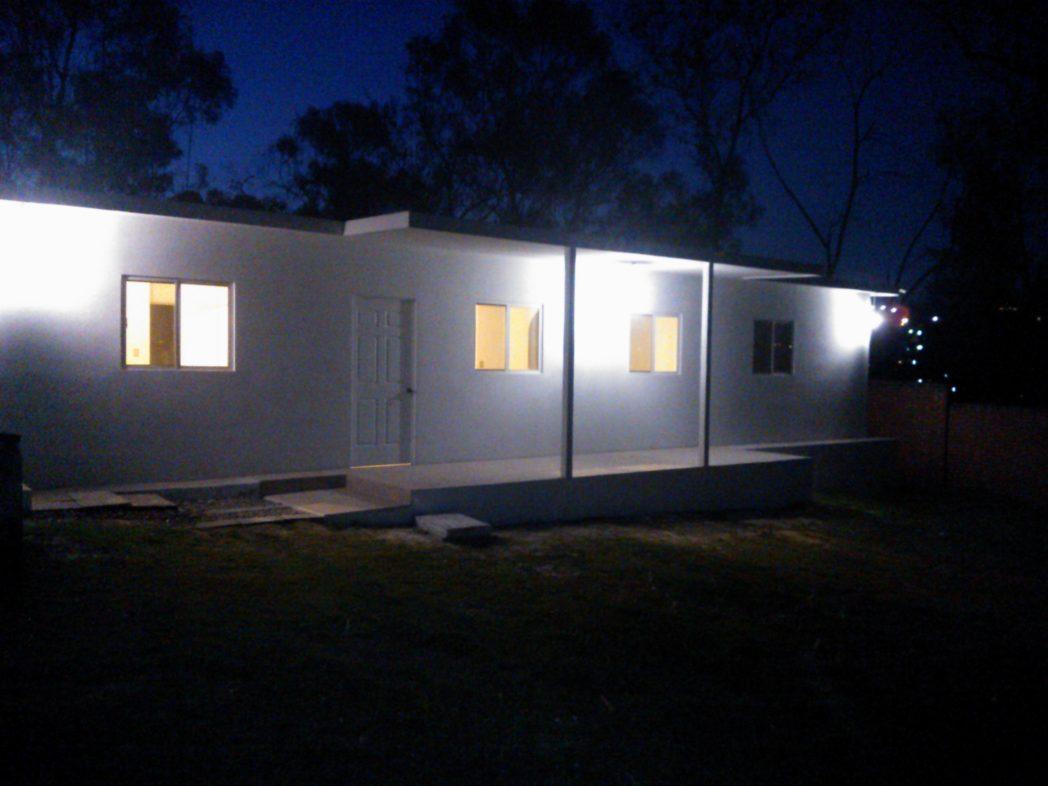 casa prefabricada de 120 mts 2 a una planta con porche de entrada