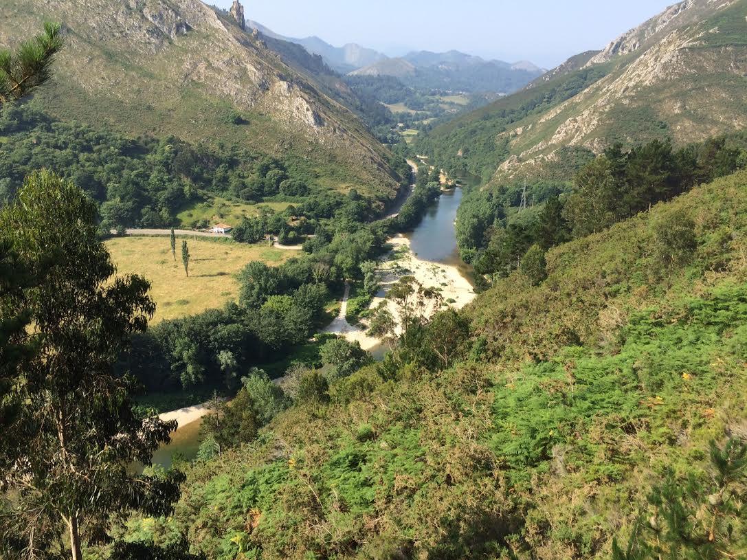 Ribadesella río Sella a su paso por Cuevas