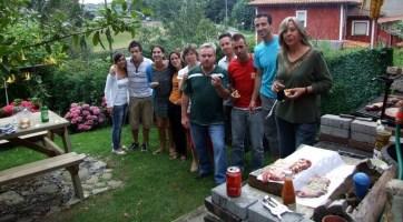 Disfrutando de la barbacoa en el Rincón del Sella