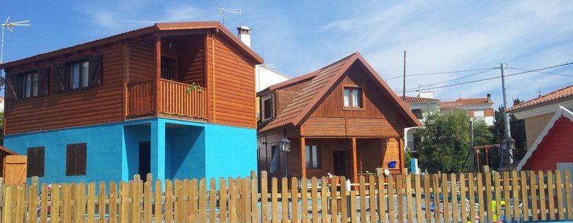 Pintura casa madera. Colores semipigmentados.