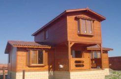 casa prefabricada de madera Crisana de Casas Carbonell con cimentación de obra