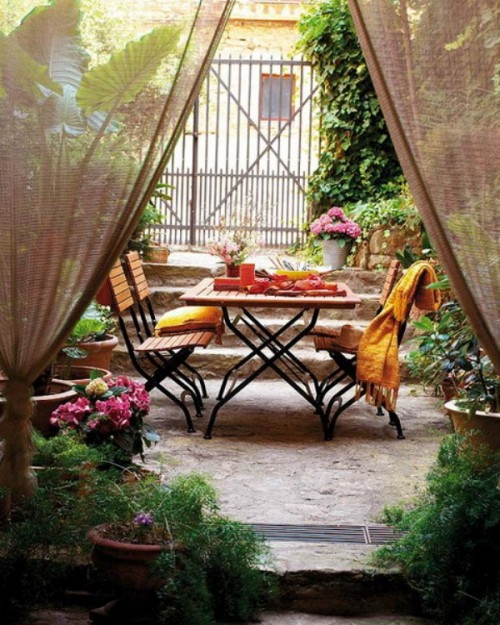 ideas-of-fabric-decor-in-your-garden-26-500x625