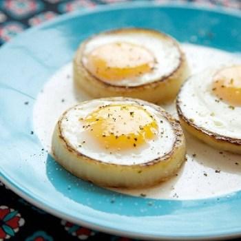 avga_me_kremmidi_avga_kremmidi_onion_eggs_tiganisma_ekriti