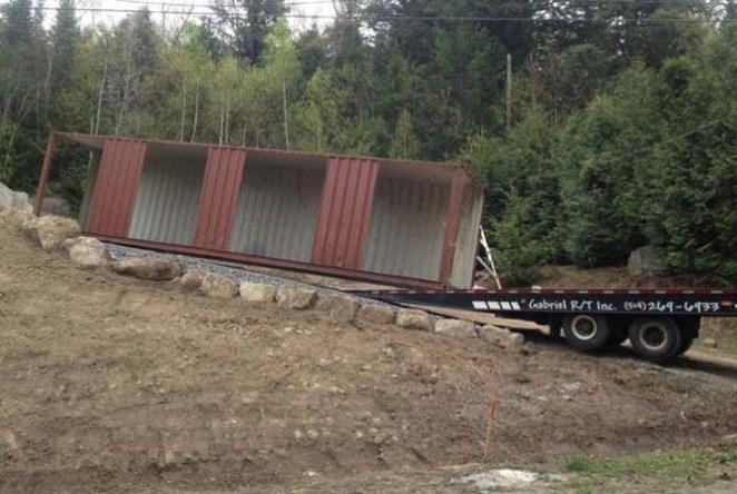 ti-kataskeuase-autos-o-andras-me-merika-container-02