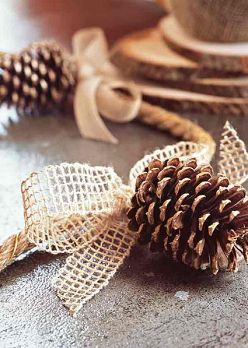 tableart_pinecone_garland