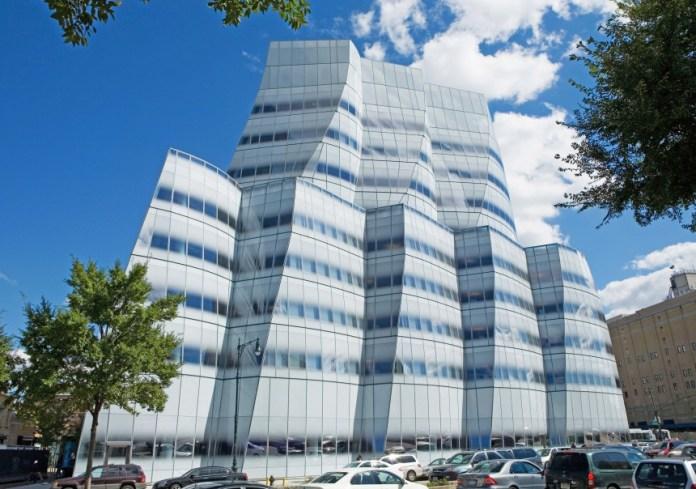 933515_innovative-glass-buildings-04