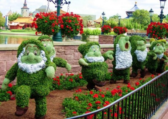 disney-characters-made-of-flowers-photos-06-550x391
